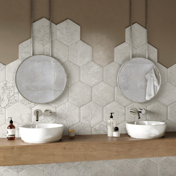 studioceramica_OZONE-IVORY-Decor-Hexagon-baño.jpg