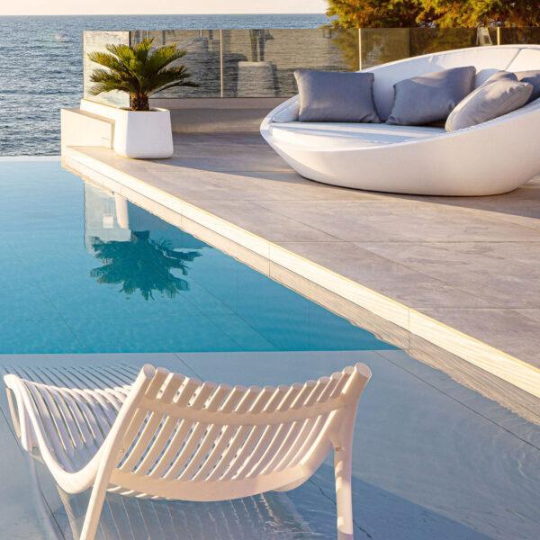 STUDICERAMICA-sun-lounger-luxury-outdoor-furniture-ibiza-eugeni-quitllet-vondom-villa-heremes-greece-6-1-1.jpg