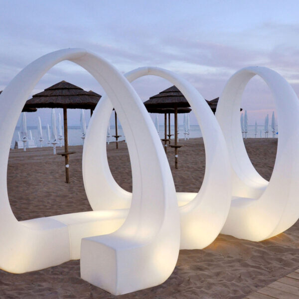 STUDIOCERAMICA-luxury-outdoor-design-furniture-sofas-daybed-tayga-beach-club-italy-3.jpg