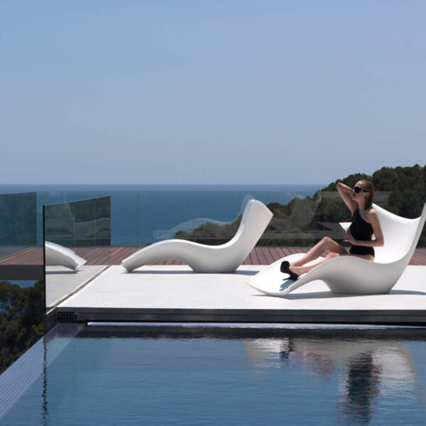 STUDIOCERAMICA-luxury-outdoor-design-furniture-sunchaise-surf-karimrashid-vondom-4.jpg