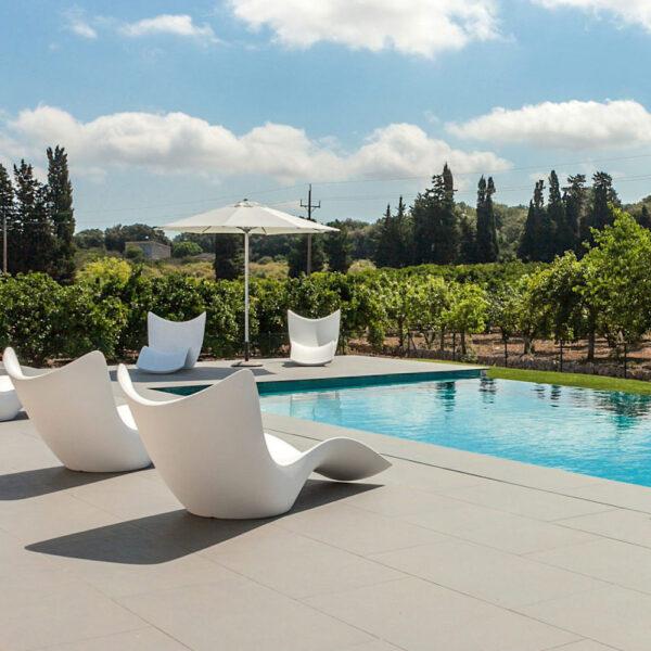 STUDIOCERAMICA-outdoor-design-furniture-sunbed-sunchaise-pots-planters-surf-vases-luxury-villas-vondom-2-scaled-1.jpg