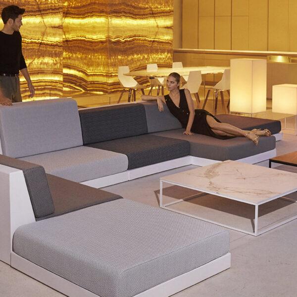 STUDIOCERAMICA-outdoor_sofa_furniture_vondom_sofa_exterior_pixel_ramon_esteve-3.jpg