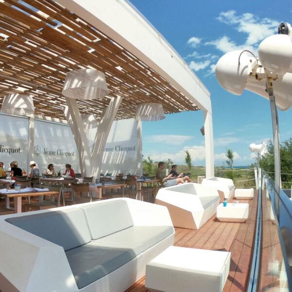 STUDIOCERAMICA-luxury-outdoor-design-furniture-sofas-daybed-tayga-beach-club-italy-2.jpg