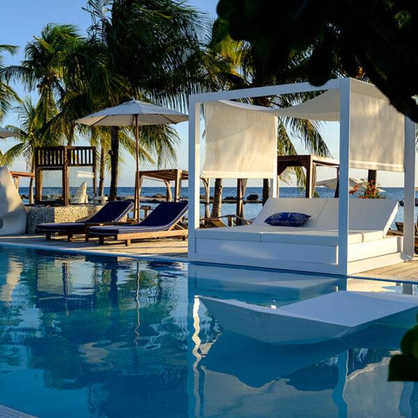 STUDIOCERAMICA-outdoorfurniture-sunbed-daybed-vela-faz-ramonesteve-madero-ocean-club-curazao-vondom-3.jpg