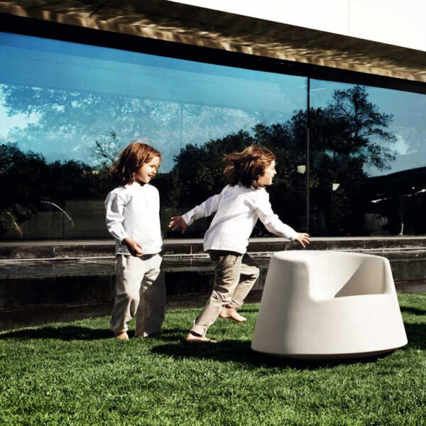 fotoliuexterior-copii-studioceramica-design-outdoor-furniture-roulette-eeroaarnio-vondom-3.jpg