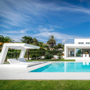 mobilier-exterior-luxury-outdoor-design-furniture-dining-tables-chairs-sunbed-sun-loungers-rest-wing-hospitality-project-vondom-barcel.jpg