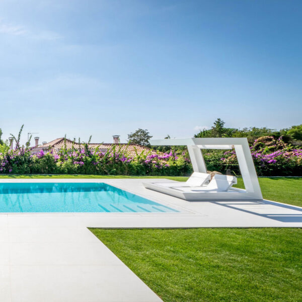 studioceramica-luxury-outdoor-design-furniture-dining-tables-chairs-sunbed-sun-loungers-rest-wing-hospitality-project-vondom-barcelona-esp.jpg