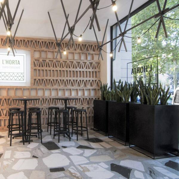 studioceramica-mobila-exterior-contract-design-furniture-hospitaly-project-seating-bar-stool-brooklyn-eugeni-quitllet-pots-planters.jpg