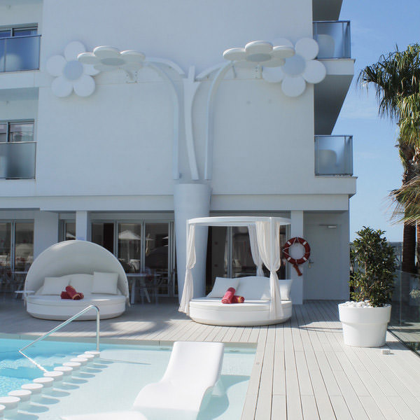 studioceramica-mobiliario-exterior-muebles-contract-hotel-five-flowers-mallorca-vondom-9.jpg